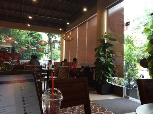 Lắp đặt rèm cửa cafe Highlands quận Tân Phú