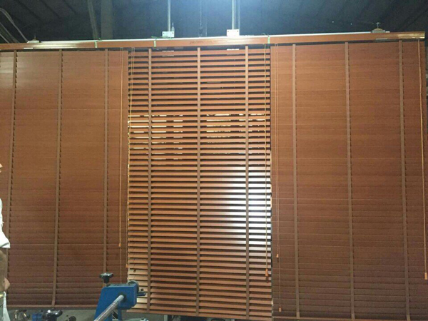 Màn cửa gỗ nhập khẩu cao cấp