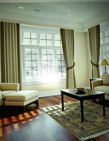 Cũng là một phân khúc của rèm cửa hiện đại, những bộ rèm với đường sọc caro, sọc chéo, sọc ngang khá mới lạ sẽ thu hút ánh nhìn của mọi người. Những đường nét trên vải không quá rườm rà và rối mắt giúp bạn làm mới lại căn phòng khách vốn đã quá quen thuộc.