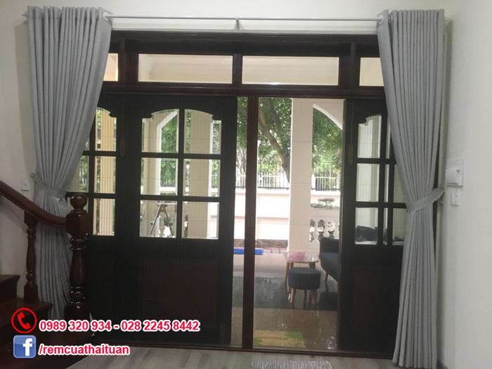 Thi công rèm và cửa lưới chống muỗi nhà anh Tuấn tại Thảo Điền quận 2