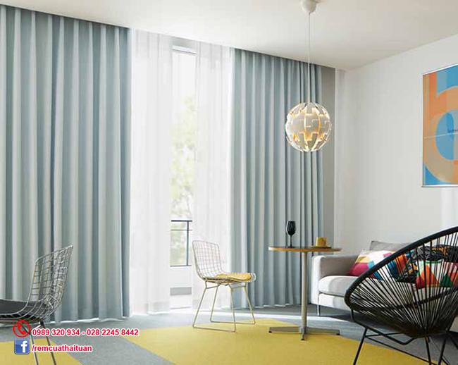 Rèm vải họa tiết nền xanh sang trọng