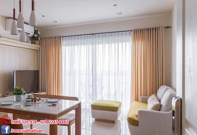Bộ rèm cửa căn hộ chung cư hiện đại màu kem mang đến cho bạn một không gian sống lý tưởng
